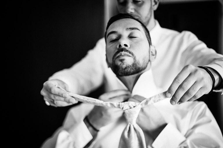 Getting ready des Bräutigams, Griechisch orthodoxe Hochzeit in Hamburg