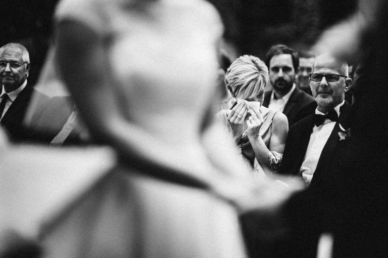 Brautmutter weint bei der freien Trauung in Lüneburg